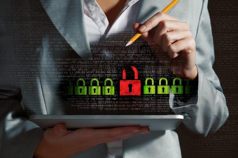 Laptop mit Sicherung: Datenschutz im E-Learning ist wichtig für Unternehmen