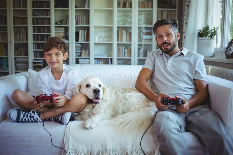 Spielen: Vater und Sohn