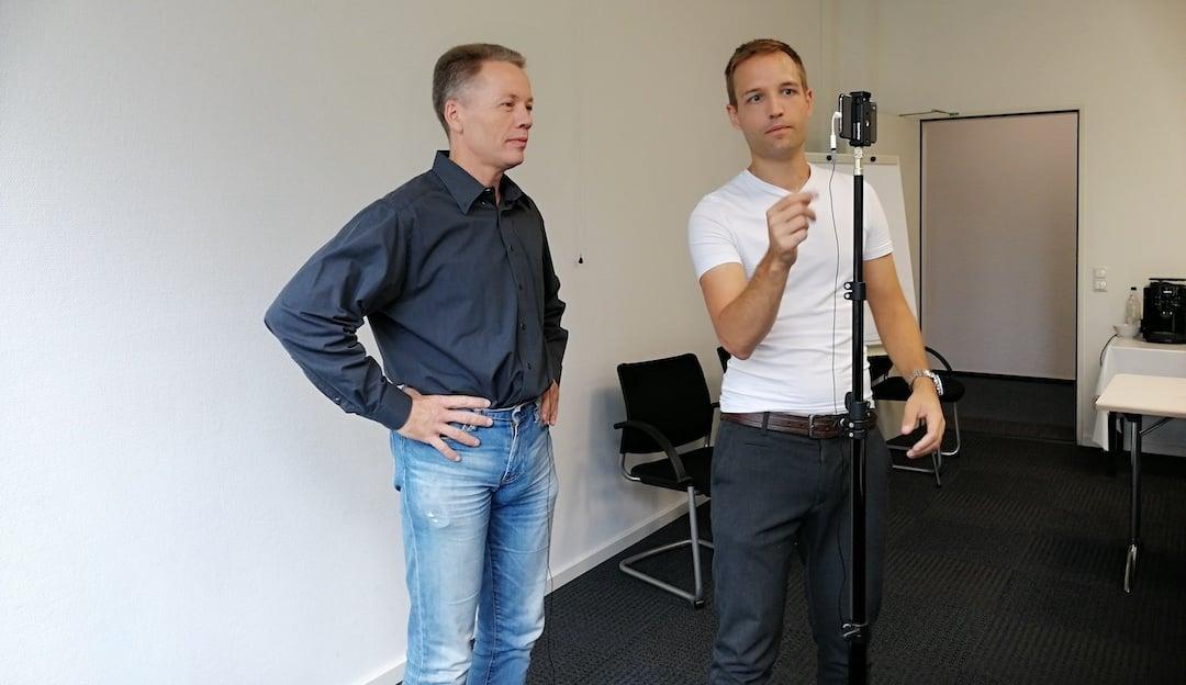 blink.it Rocketday: l: Martin Wagner, r: Workshopleiter Dennis Tröger mit dem blink.it-Kit