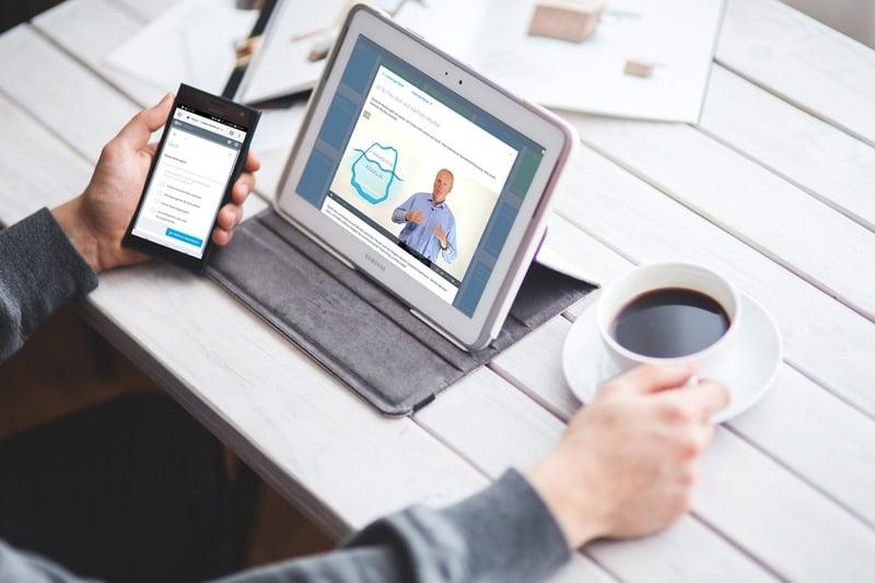 Online-Kurs am Tablet, Smartphone oder Laptop.