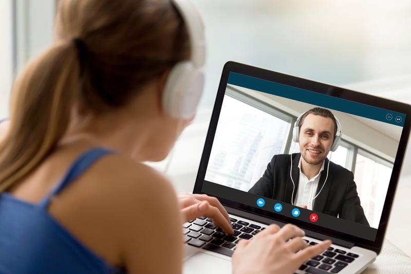 Über Video-Chat kannst du deine Klienten auch auf große Entfernung ganz persönlich coachen.