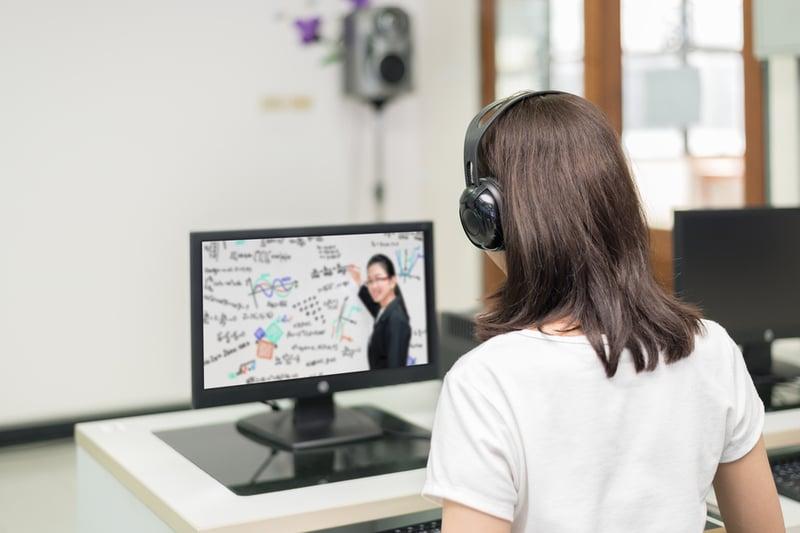 Multimediales Lernen stimuliert das Gehirn, erhält die Motivation und erhöht den Lerneffekt.