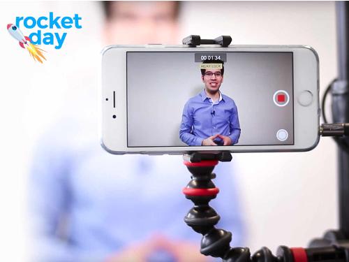 Beim Workshop des blink.it rocketday lernst du unter anderem, mit dem Smartphone Videos für Online-Kurse zu drehen