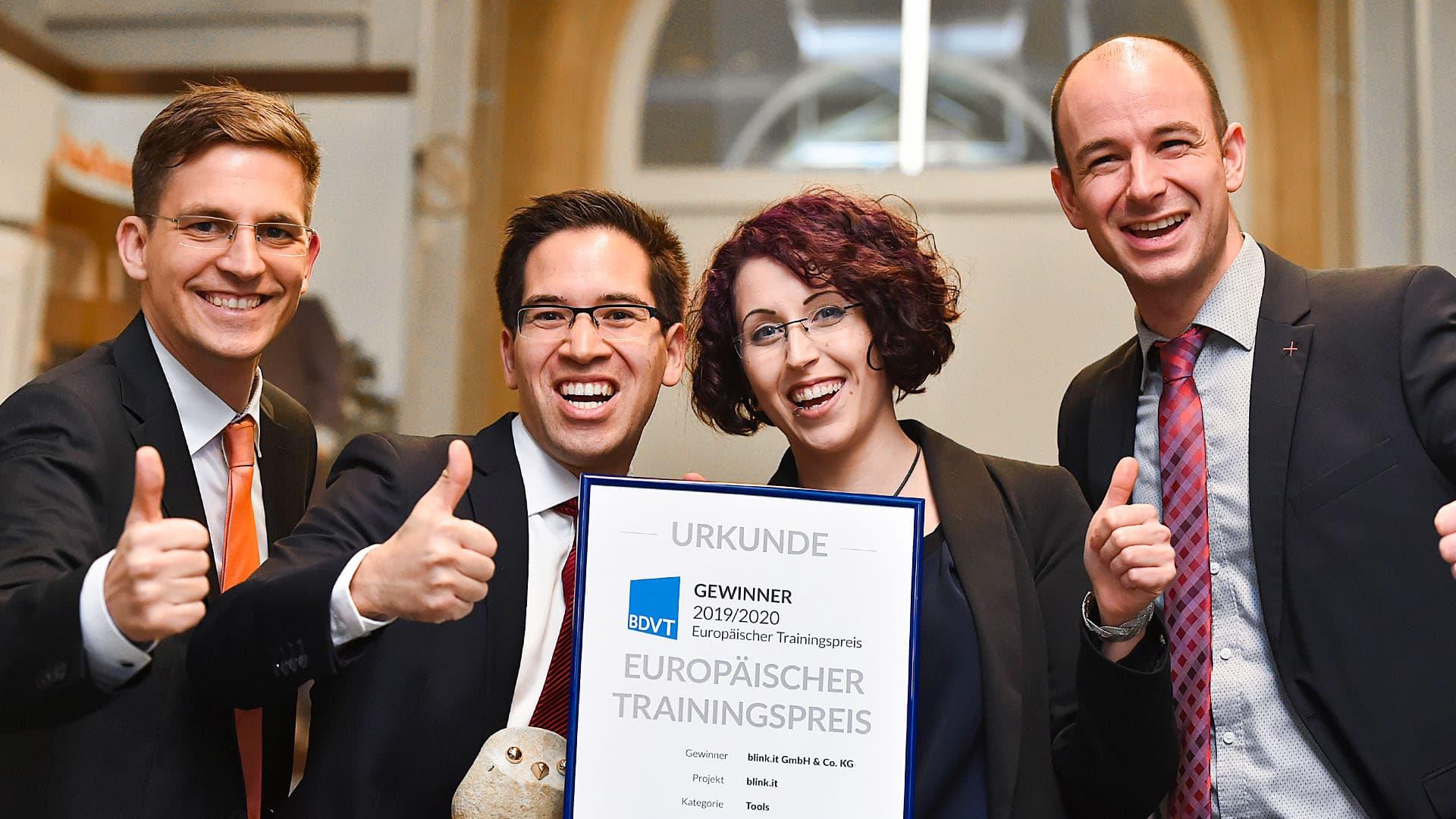 Konstantin, Michael, Laura und Hans bei der Preisverleihung vom BDVT Award